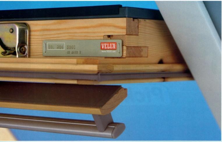 luxaflex plissee faltstore f r velux dachfenster ggl gpl. Black Bedroom Furniture Sets. Home Design Ideas